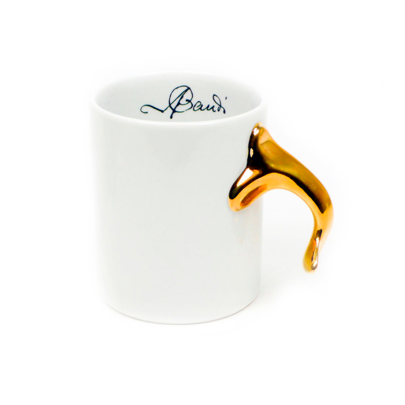 WHITE MUG WITH A GLOSSY LEAF KNOB AS A HANDLE